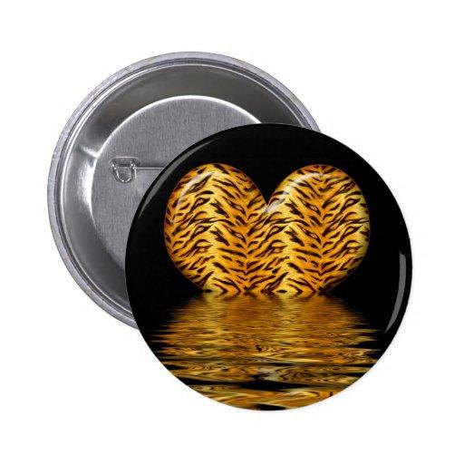 Botón del corazón del tigre pin