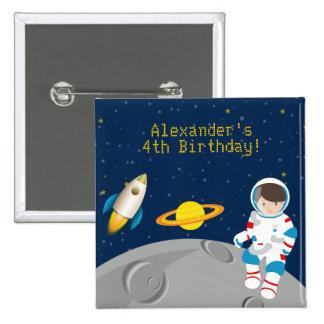 Botón del cumpleaños del astronauta del espacio pin cuadrado