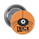 Botón del truco o de la invitación de la araña de  pins