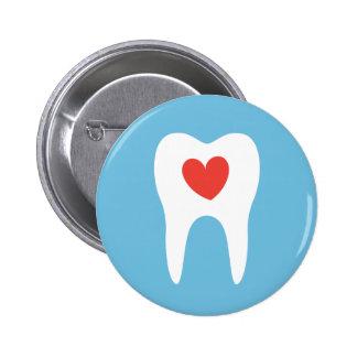 Botón dental del dentista del corazón del amor de  pins
