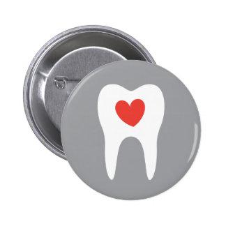 Botón dental del dentista del corazón del amor de pin