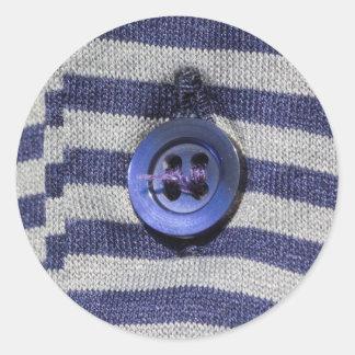 botón en la camisa pegatina redonda