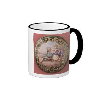 Botón esmaltado y de la cerda joven taza de café