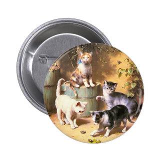 """Botón: """"Gatitos que juegan con los escarabajos """" Pin Redondo 5 Cm"""