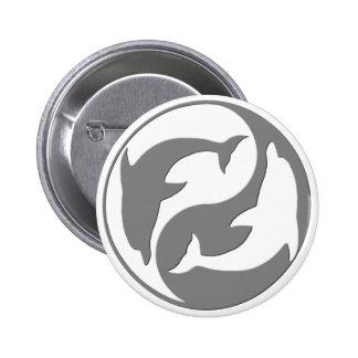 Botón gris y blanco de los delfínes de Yang del Pin Redondo De 2 Pulgadas
