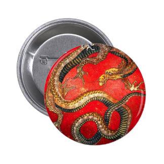 Botón japonés del dragón del oro de Hokusai Pin Redondo De 2 Pulgadas