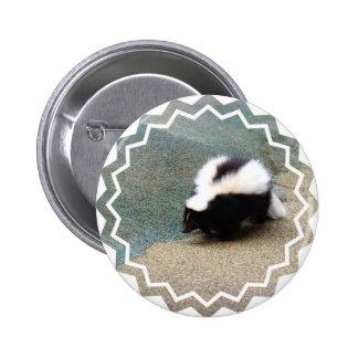 Botón lindo de la mofeta pin