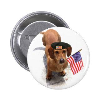 Botón patriótico del dachshund pin redondo de 2 pulgadas