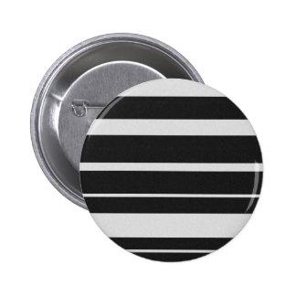 Botón rayado blanco y negro pins