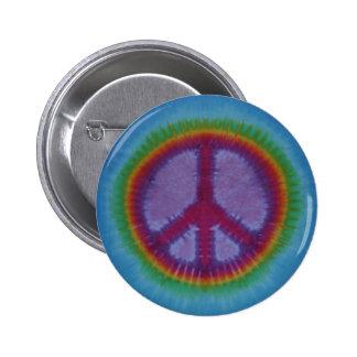 Botón rojo del signo de la paz del teñido anudado pin