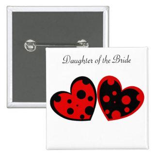 Botón rojo y negro de los corazones pin cuadrado