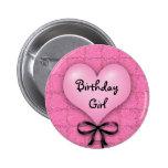 Botón rosado de Pinback del chica del cumpleaños d