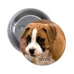 Botón sonriente de Pinback del perro del boxeador Pins