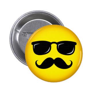 Botón sonriente del pinback del bigote amarillo in