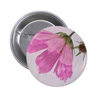 Botón texturizado rosa del Pin de la flor de Cosmo