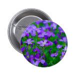 Botón violeta de las flores pin