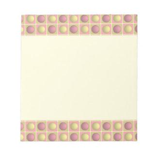 Botones en libreta rosada de los cuadrados libreta para notas