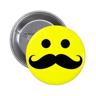 Botones sonrientes de la cara del bigote divertido pin