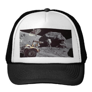 Boulder lunar gorros bordados