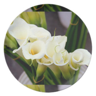 bouquet of calla lilies plate
