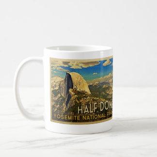 Bóveda de Yosemite del vintage media Taza De Café