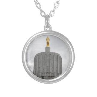 Bóveda del capitolio collar plateado
