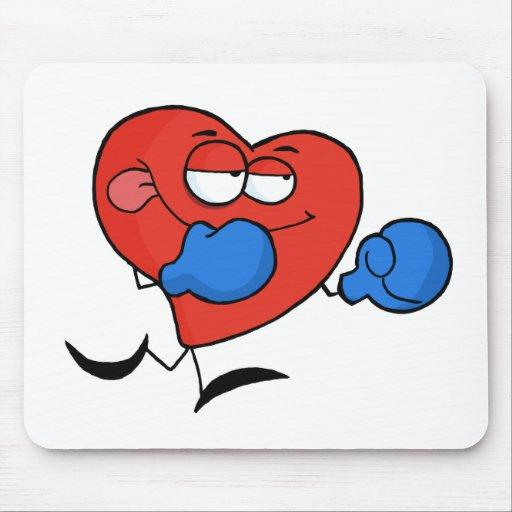 Boxeador rojo del corazón en guantes azules alfombrilla de ratones