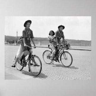 Boy scout en Bicycles, 1937 Póster