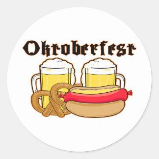 Bratwurst y cerveza de Oktoberfest Etiquetas Redondas