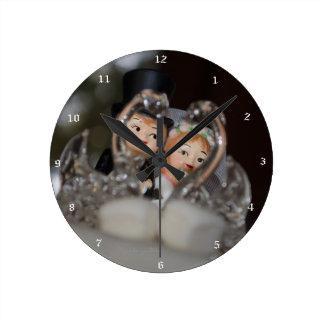 """Brautpaar"" by mysteryella Reloj Redondo Mediano"