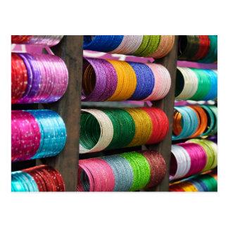 Brazaletes para la venta en la postal de la India