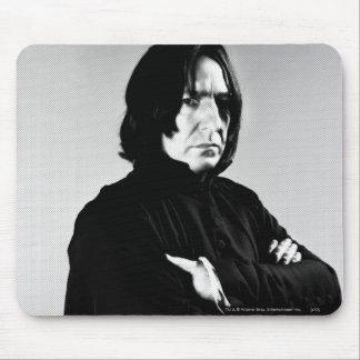 Brazos de Severus Snape cruzados Alfombrillas De Raton