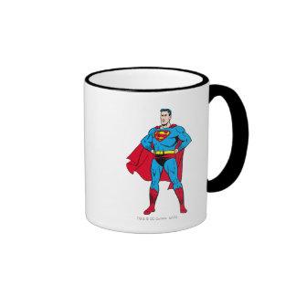 Brazos del superhombre doblados taza a dos colores