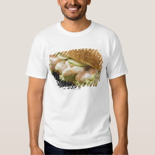 Bread roll filled with shrimps, cucumber and shirt