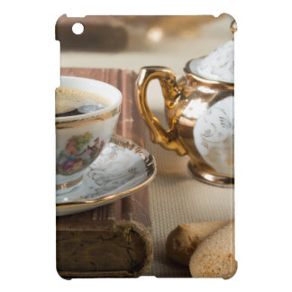 Breakfast in vintage style - espresso and savoiard case for the iPad mini