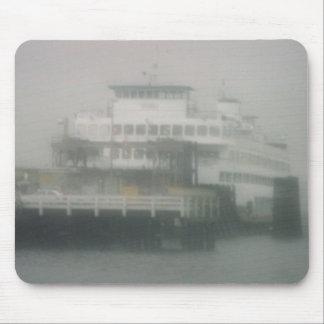 Bremerton, transbordador de Washington en la niebl Mouse Pads