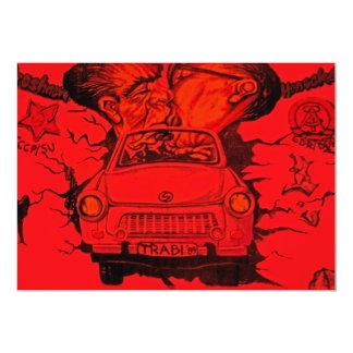 """Brezhnev y Honeker, coche trabante, Berlín - rojo Invitación 5"""" X 7"""""""