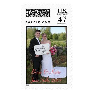 Brian y Katie le agradecen sellar Timbre Postal