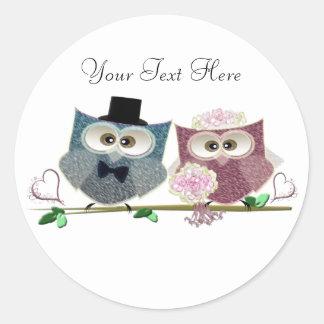 Bride and Groom cute Owls Art Classic Round Sticker