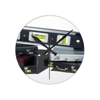 BriefcasesLevel061315.png Reloj Redondo Mediano