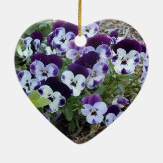 Bright_Purple_And_White_Pansies, _ Adorno De Cerámica En Forma De Corazón