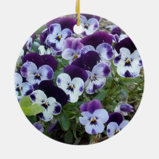 Bright_Purple_And_White_Pansies, _ Adorno Redondo De Cerámica