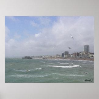 Brighton - orilla del mar y embarcadero del oeste póster