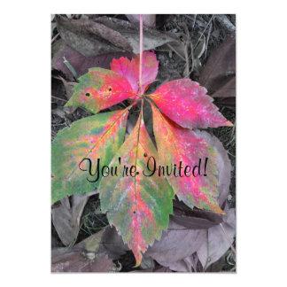 Brillantez entre el gris - hoja del otoño invitación 12,7 x 17,8 cm