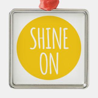 brille encendido, diseño del texto con el sol para adorno navideño cuadrado de metal