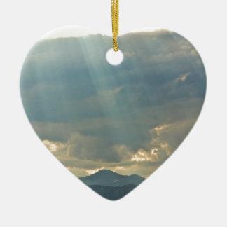 Brillo abajo adorno navideño de cerámica en forma de corazón