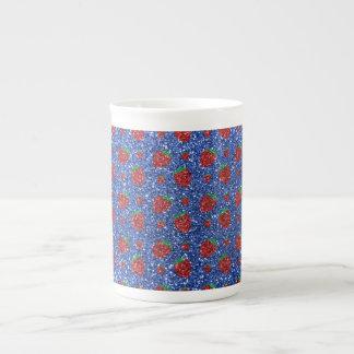 Brillo azul de la fresa taza de porcelana