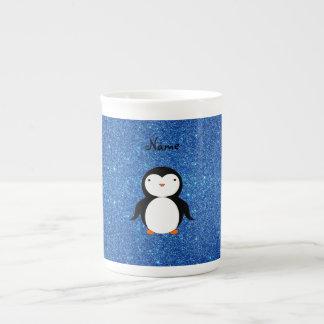Brillo azul personalizado del pingüino conocido taza de porcelana