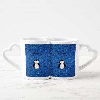 Brillo azul personalizado del pingüino conocido taza para parejas