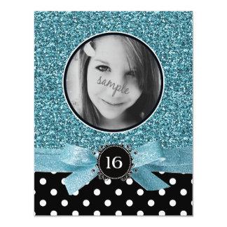 """Brillo azul y dulce 16 de la foto de BW Polkadots Invitación 4.25"""" X 5.5"""""""